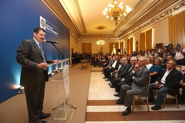 O deputado Paulo Melo, já como secretário de Governo, discursou para as autoridades presentes na cerimônia de posse no suntuoso Palácio Guanabara (SHANA REIS/IMPRENSA GOVERNO DO ESTADO DO RJ)