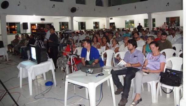 O Clube Saquarema ficou lotado durante a audiência pública, com momentos de muita atenção e outros de indignação, com protestos e vaias