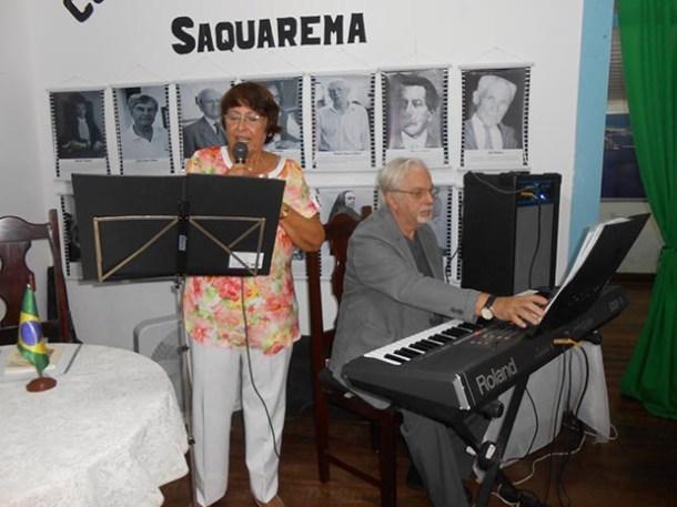 Beatriz com o maestro e parceiro Ararypê Silva dando show (Foto: Dulce Tupy)