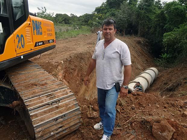 Com a reabertura da estrada, os moradores economizam tempo para chegar no asfalto. Fotos: Edimilson Soares