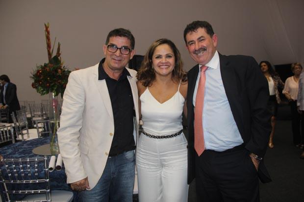 O ex-vereador Pitico, a prefeita Franciane e o deputado Paulo Melo, parceiros de longa data e amigos de verdade para sempre (Foto: Edimilson Soares)