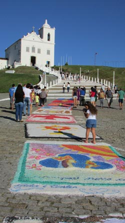 Os tradicionais tapetes de sal em Corpus Christi  (Foto: Paulo Lulo)