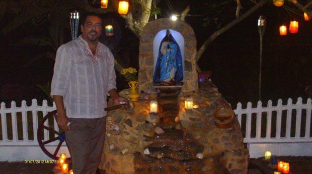 A gruta de Santa Sarah foi construída na Casa do Sopão em Barra Nova (Divulgação Facebook)
