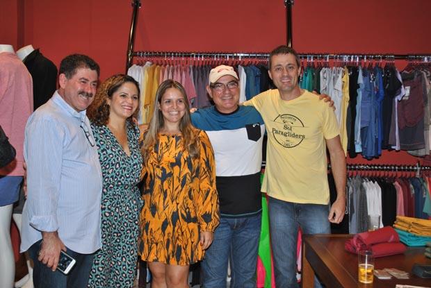 O deputado Paulo Melo e a prefeita Franciane Motta foram à inauguração da loja do casal Francine e Sérgio Louzada que também teve a presença do fabricante Fernando Pradi