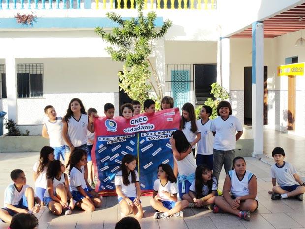 Os estudantes tiveram aula de educação financeira, como parte do projeto de cidadania adotado pela escola