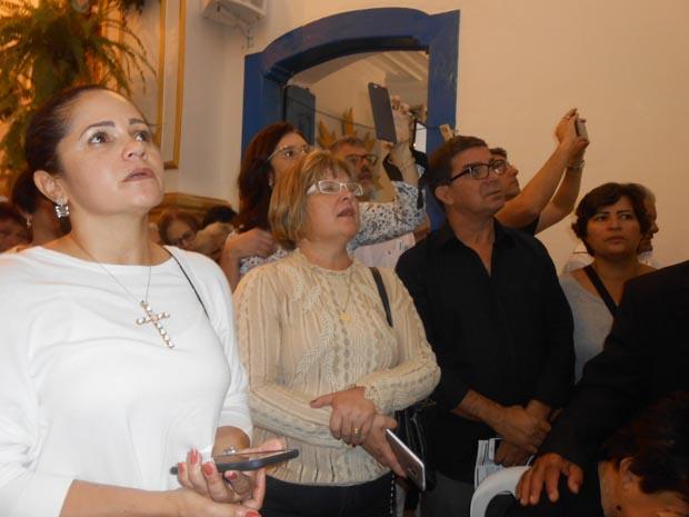 A prefeita Franciane Motta foi à missa com a secretária de Saúde, Ana Cristina, o ex-vereador Pitico (Dulce Tupy)