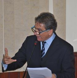 Na tribuna da Câmara, o vereador Chico Peres tentou desqualificar o relatório final da CPI (Agnelo Quintela)