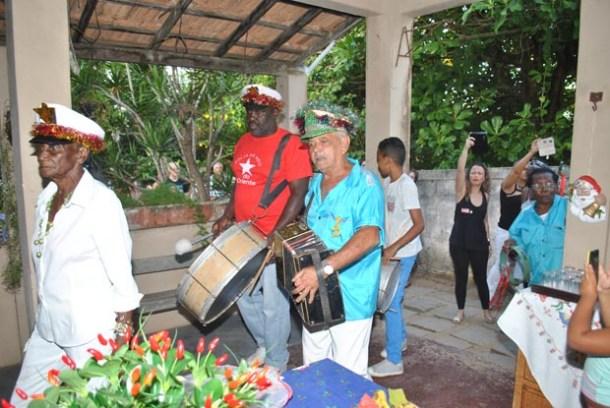 A Folia de Reis Estrela do Oriente se apresentou no Dia de Reis, 6 de janeiro, na residência dos jornalistas Dulce Tupy e Edimilson Soares (Agnelo Quintela)