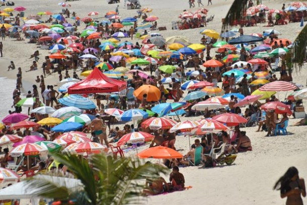 A praia da Vila sempre lotada (Agnelo Quintela)