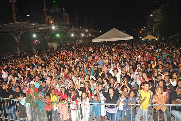 O festival de música Canta Saquarema lotou o Terminal Rodoviário de Bacaxá, com apresentações de música gospel, envolvidas em muito louvor