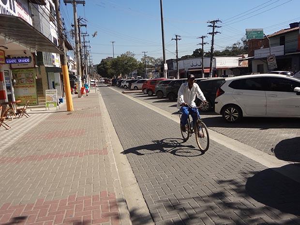 O novo calçadão na Rua Professor Souza multiplicou a área para estacionamento (Fotos: Edimilson Soares)