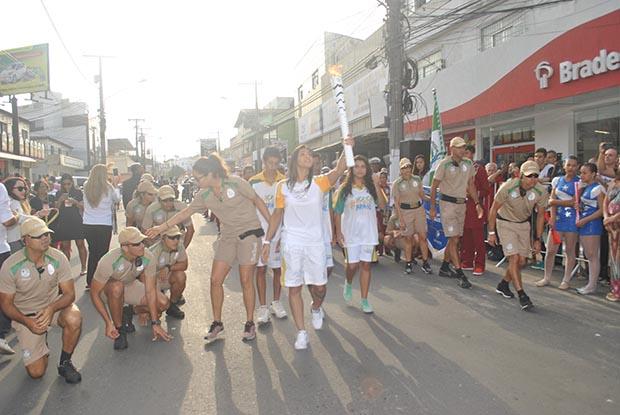 Beatriz Mesquita abriu o revezamento em Bacaxá rumo a Saquarema (Foto: Agnelo Quintela)