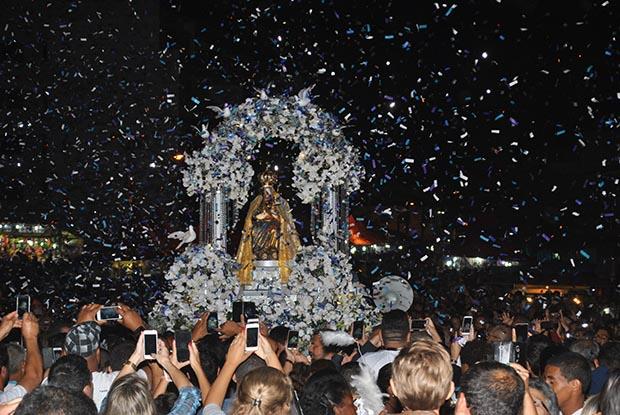 Chuva de prata sobre N. Senhora de Nazareth, padroeira de Saquarema (Foto: Agnelo Quintela)