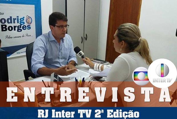 O vereador Rodrigo Borges foi entrevista pela Inter TV em seu gabinete, de onde comanda a oposição à maioria da Câmara (Foto: Facebook/Rodrgio Borges)