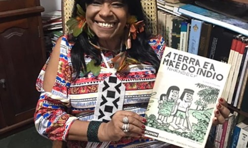 Eliane Potiguara, uma escritora indígena, aqui em Saquarema