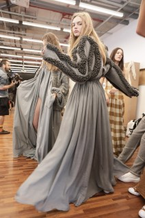 a niemeyer - backstage - spfw n45 - osasco fashion (4)