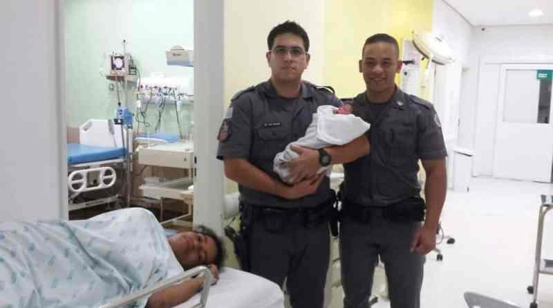PMs fazem parto em residência na cidade de Carapicuíba