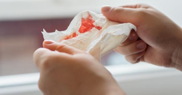 Tosse com sangue: tratamentos e causas