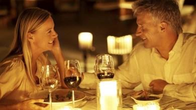 Двойка на романтична вечеря