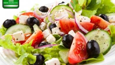 Рецепта за Гръцка салата със сирене фета и маруля