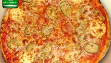 Рецепта за пица тоскана с кисели краставички и топено сирене