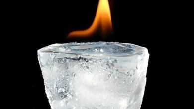 Еротично докосване с лед води до силна възбуда и горещи страсти
