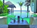 Наладху, Малдиви - басейн