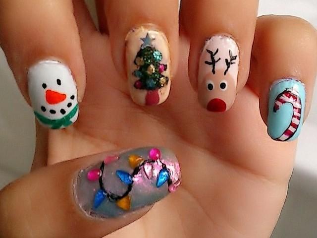 Идеи за Коледа и Нова година - празничен маникюр с елхички