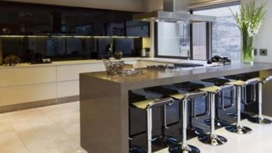 Кухненско обзавеждане - шкафове и бар плот