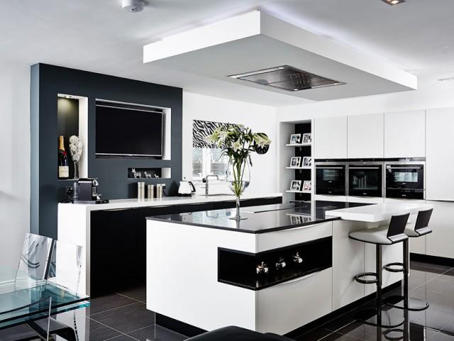 Кухненско обзавеждане - столове и маса