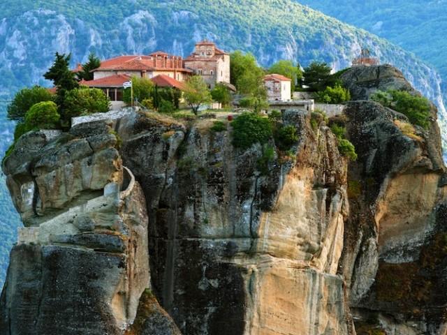 Манастирски комплекс Метеора в Калабака,Централна Гърция