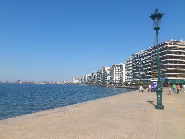 На почивка в Гърция - крайбрежната улица в Солун