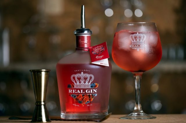 Há um novo gin de frutos vermelhos feito na região