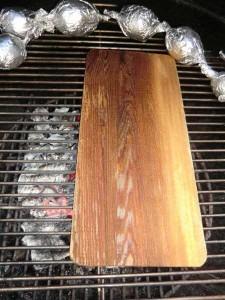 Smoking Board auf dem Grillrost