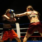 Oshin Derieuw fights against Valentina Keri