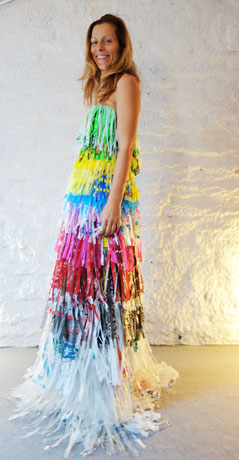 dress-in-40-plastic-bags-
