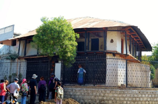 Close-up of the house in Kuchwada where Osho was born