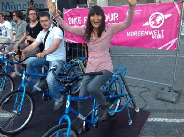 085 on bicycle Munich Odeon Platz June 2014