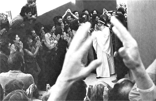 120 Osho walks out between people