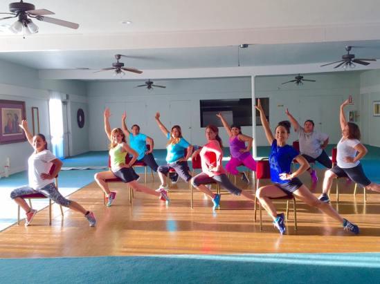 Clase de Boombafro Cardio Tonificacion Reductiva Yoga Meditacion con sillas Isntructora y creadora Maritza Rosales 001
