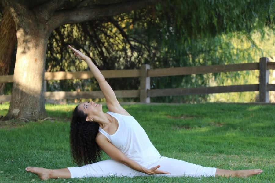 Yoga estiramiento reductiva meditacion relajacion posturas sanacion conexion cuerpo mente Instructora Maritza Rosales 058