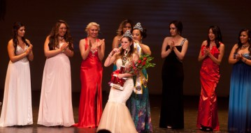 Kylea McKenzie receives her crown from Miss Oceanside-2014, Victoria Troupe