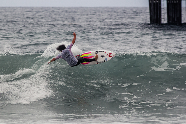 Japan's Reo Inaba fully commits to a turn on the south side of Oceanside Pier. Photo: ISA/Chris Grant