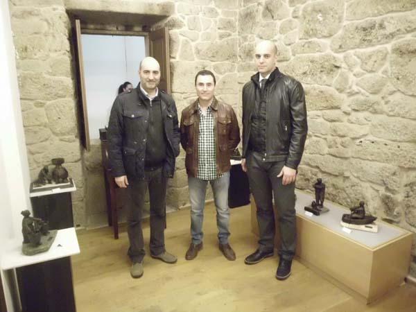 O autor, no centro, cos alcaldes de Celanova e Bande.