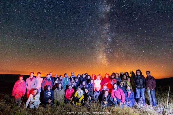 Participantes nunha actividade de astroturismo realizada na Veiga en agosto./ Foto: Óscar Blanco.