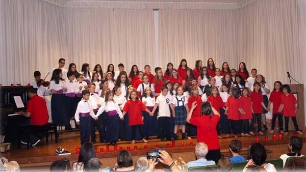 O coro de voces brancas Coraliña Cantora, nunha actuación na Casa da Cultura da Pobra de Trives.