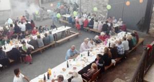 Unha cea para reunir ao pobo en Mouruás (San Xoán de Río)