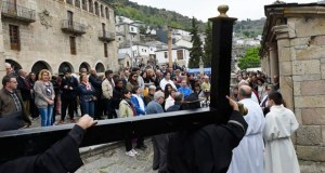 O Via Crucis das Ermitas reúne a multitude de fieis