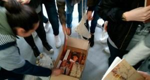 Os alumnos do IES de Arzúa agochan libros de Casares pola cidade