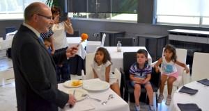 """Os gañadores do concurso """"Chefs saudables"""" visitan o Parlamento e a Escola de Hostelería"""